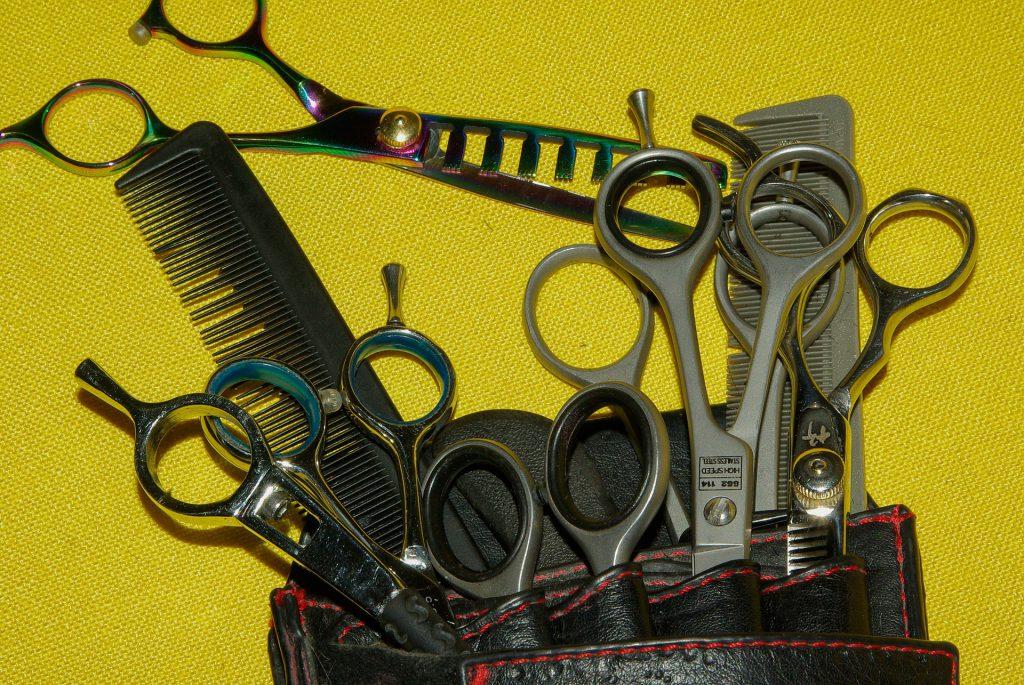 Jakie wyposażenie powinno znaleźć się w salonie fryzjerskim?