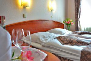 O wyposażeniu hotelowych pokoi