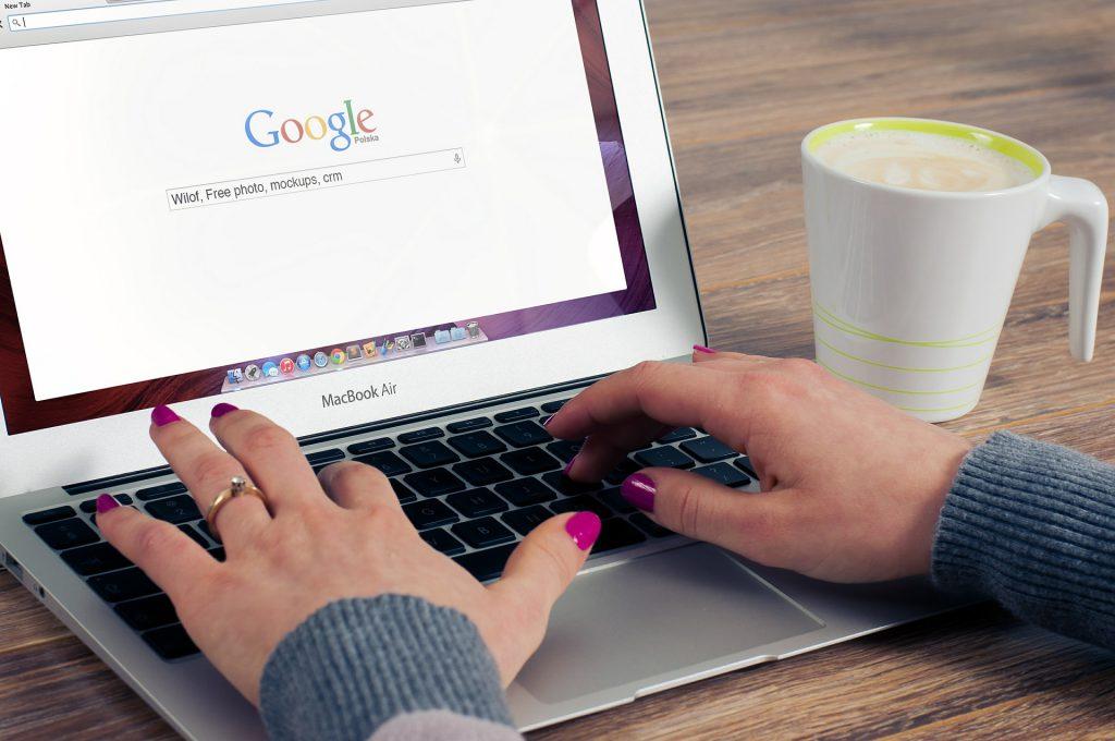 Internet stacjonarny – czy warto taki zakładać?