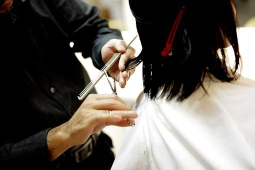 Jak wybrać sprzęt do salonu fryzjerskiego i kosmetycznego?