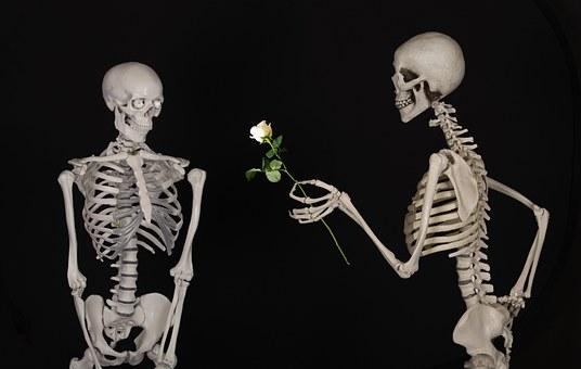 Posłaniec z kwiatami puka również dziś.