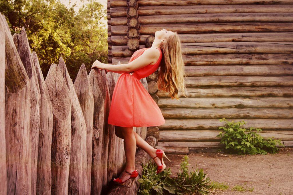 Hurtownia odzieży a małe butiki