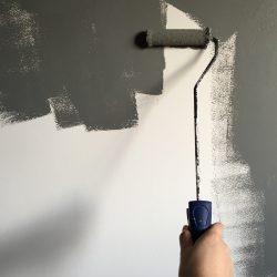 Gruntowanie ścian przed malowaniem