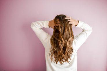 Co da naszym włosom masowanie skóry głowy?