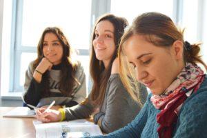 Korzyści z letnich obozów językowych