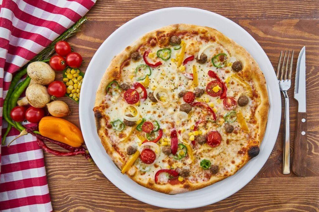 Pizza - krótka historia tego włoskiego dania